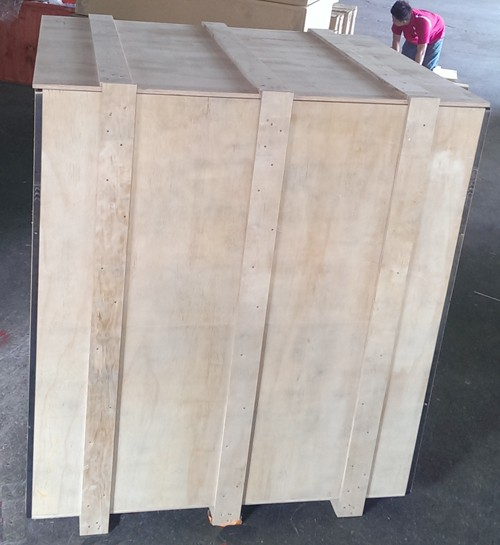 保護機械主體完整且可避免雨水傷害之合板密木箱