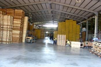 木箱、棧板都有高標準的存放倉庫